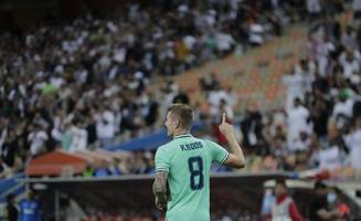 toni kroos scores directly from corner as real madrid reach spanish super cup final