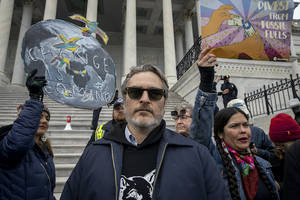 joaquin phoenix arrested at jane fonda's final washington dc climate change protest
