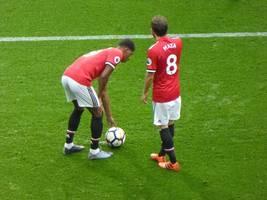 rashford hits double as man united beats norwich 4-0 in epl