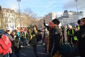 tear gas vs rocks: anti-pension reform & yellow vests protests get heated in france (videos)