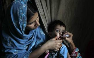 who extends travel restrictions to pak amid polio resurgence