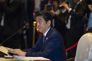 japan's abe meets saudi king amid threats in persian gulf