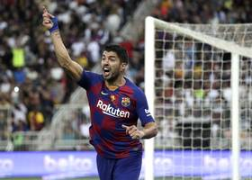 luis suarez out for four months after knee surgery
