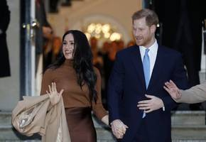 queen elizabeth agrees prince harry and meghan can go it alone