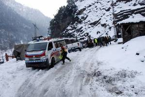 avalanches kill 69 in pakistani and indian kashmir