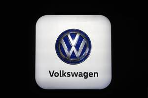 germany charges six volkswagen executives with fraud