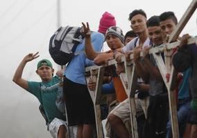 100s of migrants gather in honduras to attempt new caravan