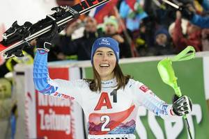 Vlhova wins 2nd straight World Cup slalom for first time of career