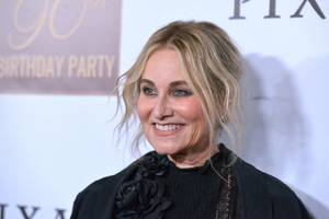 maureen mccormick to co-host hgtv's 'frozen in time' home-design series