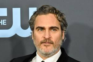 wendy williams issues grovelling apology over mocking joaquin phoenix's facial scar