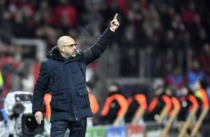 Leverkusen coach Bosz gets extension to 2022