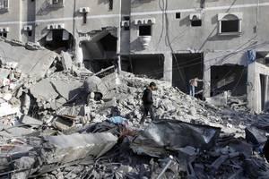 israel hits hamas target in gaza as balloon attacks resume