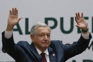 critics say mexico social programs used for political ends