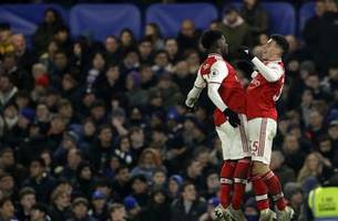 Arsenal overcomes Luiz red card to draw 2-2 at Chelsea