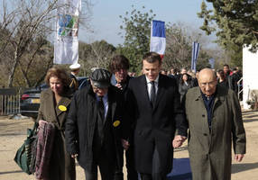 macron lays wreath at memorial to the deportation of jews from france