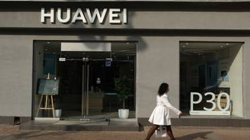 commerce department temporarily shelves new huawei trade restrictions