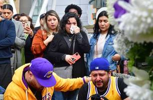 fans gather to mourn kobe bryant's tragic passing at staples center
