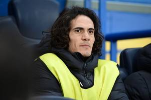 latest chelsea transfer rumours: psg make edinson cavani decision, blues consider surprise swoop