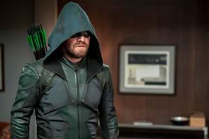 how 'arrow' built the cw's own superhero cinematic universe