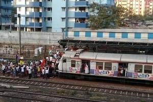 bharat bandh: protestors stop csmt-bound train; disrupt traffic at bandra