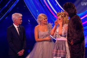 holly willoughby awkwardly addresses caprice quitting dancing on ice