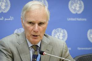 un expert says spain fails badly in tackling poverty