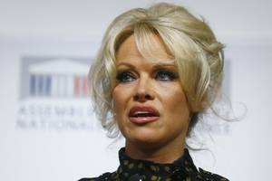 pamela anderson 'dumped by husband jon peters by text': 'this whole marriage thing scares me'