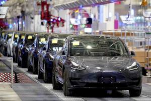 investors who have been stunned by tesla's stock-price surge need to keep a key vulnerability in mind (tsla)