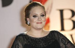 adele looks 'almost unrecognizable' in waist-cinching leopard dress at oscars afterparty