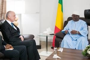 malian president acknowledges talk with extremist leaders
