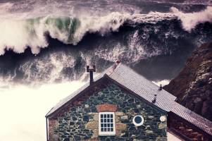 exactly when 40ft storm dennis waves will hit cornwall