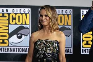 natalie portman responds to 'fraud' criticism of oscars cape