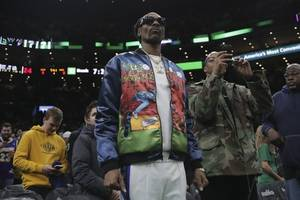 snoop dogg apologizes to gayle king for rant over bryant