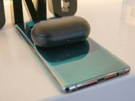 10 features Samsung's Galaxy S20 phones have that Apple's latest iPhones are missing (AAPL)