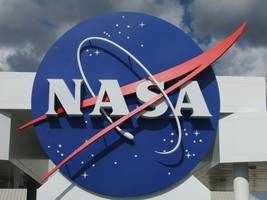 nasa's space snowman reveals secrets: few craters, no water