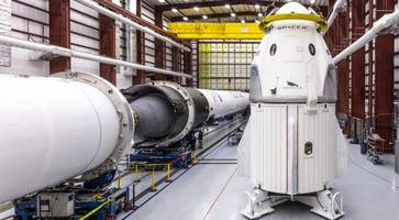 SpaceX Will Fly 4 Space Tourists in Dragon Capsule
