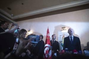 tunisia unveils government of experts in bid to end political deadlock