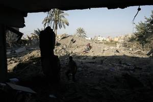 israeli forces shoot dead two palestinians near gaza fence