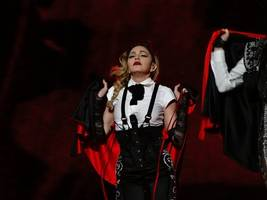 madonna leaves fans fuming after arriving to paris concert 3.5 hours late