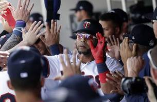 cruz smashes first 'bomba' of spring training as twins beat red sox 3-2