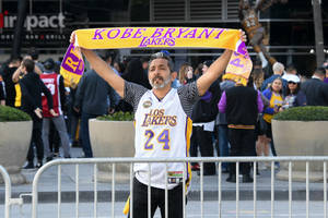kobe bryant memorial draws broad fan community to share collective grief