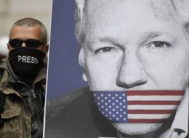 Julian Assange 'phoned White House to warn of risk to lives'