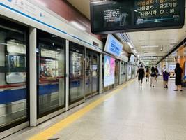 south korea 'very grave', moon says as coronavirus cases approach 900