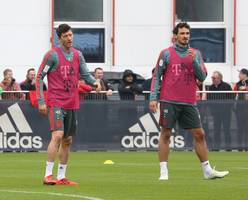 lewandowski ruled out for a month in blow for bayern
