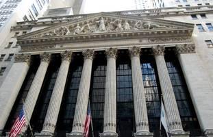 stocks sink, bonds soar on virus fears