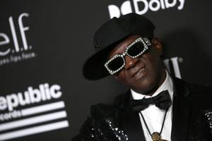 flavor flav kicked out of public enemy after cease and desist letter to bernie sanders