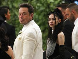 musician grimes says tech billionaire elon musk's goals are very similar to bernie sanders' and that he's 'tangibly, visibly' solving the world's problems (tsla)