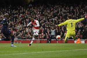 arsenal 1-0 west ham: alexandre lacazette gives gunners victory