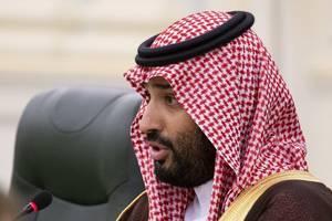 saudi arabia detains three members of royal family: report