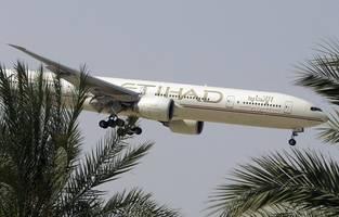 etihad airways, emirates suspend all flights to saudi arabia